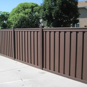 Trex Wood Alternative Fence - Woodland Brown