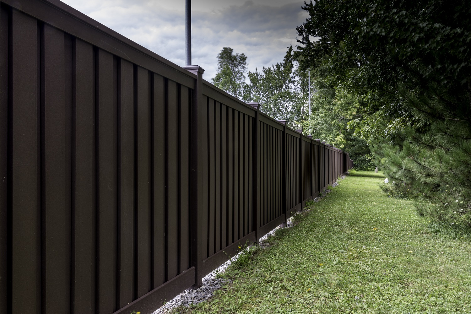 Trex Fencing Installation in East Syracuse New York