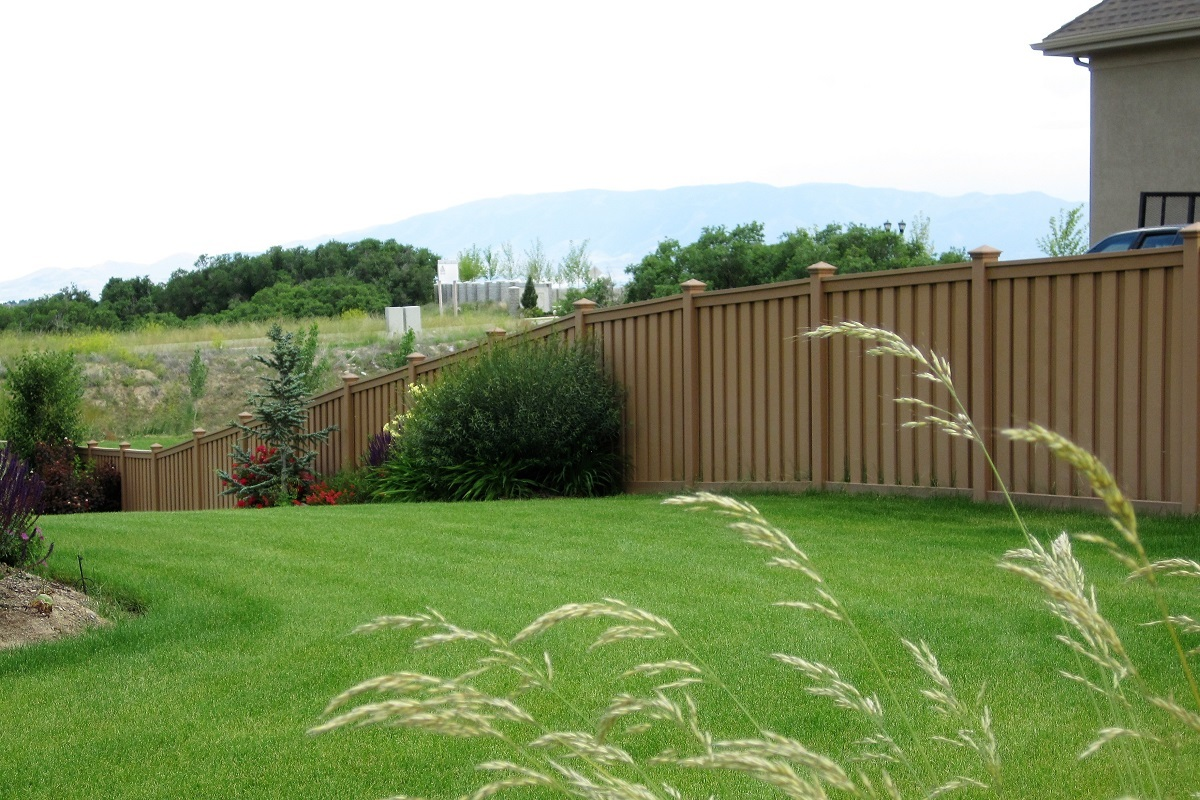 Trex Fencing following gentle slope in yard