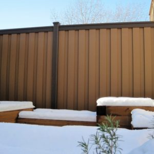 Tall Fence made of Trex composite material