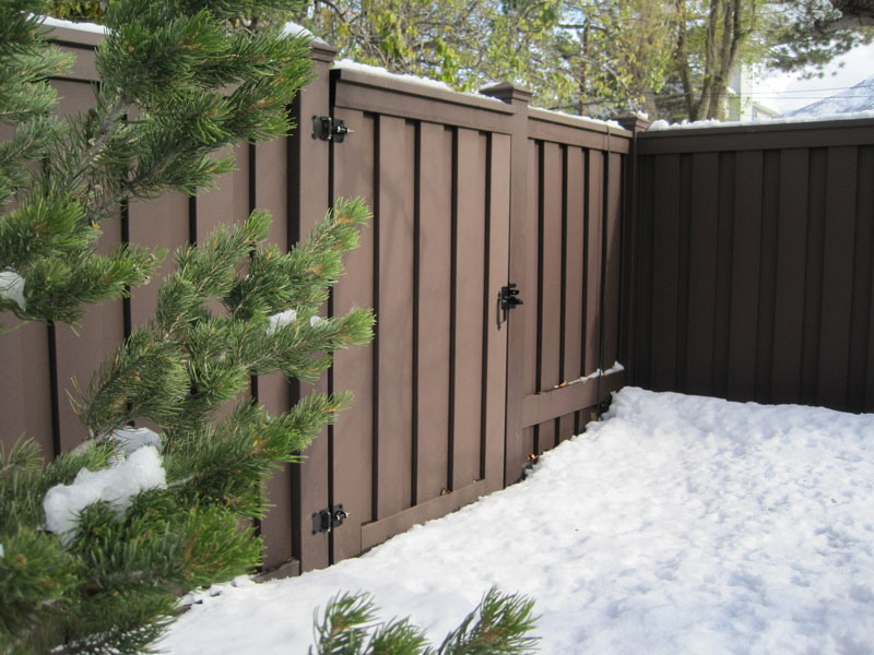Trex-Seclusions-Woodland-Brown-with-Snow