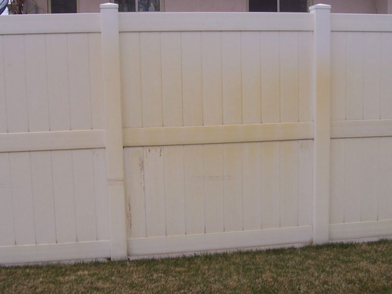 Yellowing-Vinyl-Fence-Panels